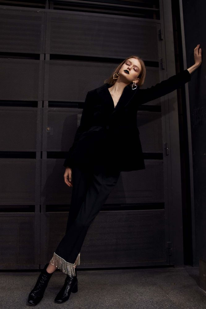 Modic Fashion Editorial - Metal Crowned Eyes by Carla Viviani